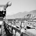 Le Potala vu depuis les toits du Jokhang, Lhasa, Tibet - Photo Jean-François Dobremez, fonds du CEH, 1980