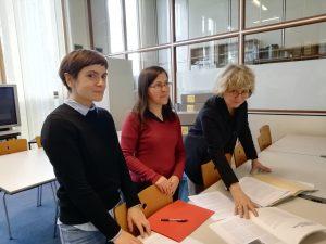 Sur la photo, de gauche à droite : Julie Lavielle, Chargée de mission projet AAPCollex, Céline Lèbre, Responsable du Département des collections imprimées et électroniques, et Valérie Tesnière, Directrice
