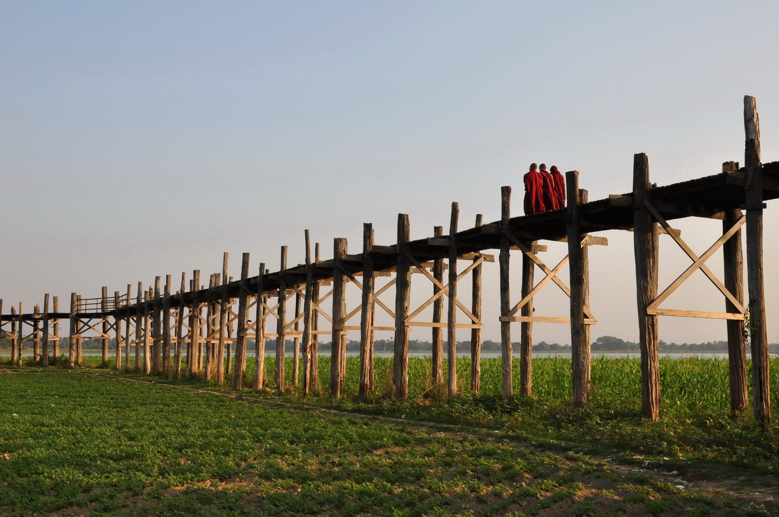 Pont d'U Bein : le plus long pont en Teck du monde, 1 200 mètres, construit en 1849 avec des billes récupérées lors d'un déménagement d'une cité royale, Mandalay (Birmanie)