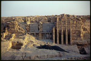 Palais dit « du Stratège » en cours de consolidation. © Mission Franco-Syrienne d'Europos-Doura (MFSED). 1993