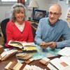 Sylvie Vago, Jean Gérard, et sur le bureau en Saint-Martin Rouge, des échantillons de bois de Polynésie de la Xylothèque du Cirad